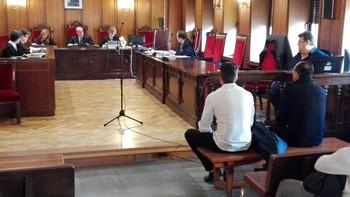 Imagen de los dos acusados durante el juicio.