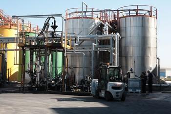 Imagen de una planta de regeneración de aceites usados.