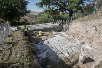 Excavan en la iglesia de San Román en busca del muro norte