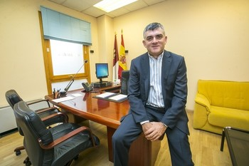 El secretario primero de la Mesa, Ángel tomás Godoy (en una imagen de archivo) ha comparecido tras la reunión de los órganos rectores de la Cámara este martes.