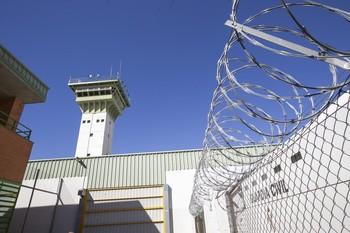 Un preso resulta apuñalado durante una pelea en La Moraleja