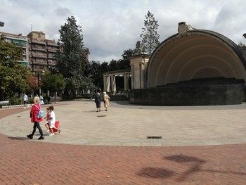 Aspecto que presentaba el pasado lunes, día de San Mateo, el paseo del Espolón, que en condiciones normales estaría a rebosar.