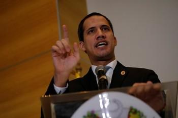 Guaidó pide a las Fuerzas Armadas que apoyen la transición