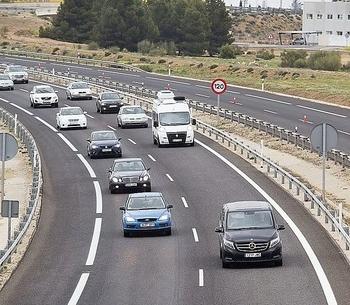 Cecale propone pagar un canon por el uso de autovías