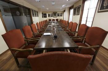 Salón de Plenos de la Real Academia toledana, en su sede de la calle de la Plata