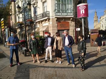 Concejales del PP logroñés en la calle Muro del Carmen.