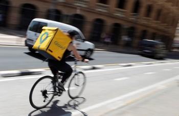 El Supremo falla que los 'riders' son falsos autónomos