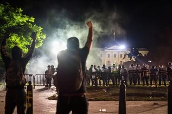 Las protestas raciales rodean la Casa Blanca