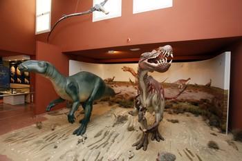 Las reproducciones de dinosaurios son uno de los atractivos en los centros paleontológicos.