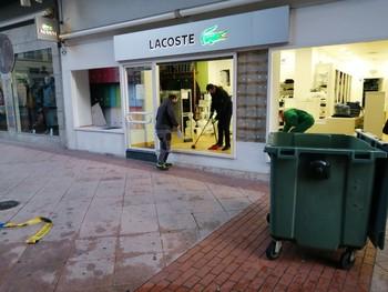 Detenidos en los altercados niegan el robo de ropa Lacoste