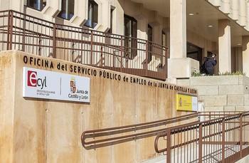 Imagen exterior de una oficina de empleo público de la Junta de Castilla y León enÁvila