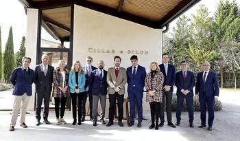 El presidente de Iberaval, César Pontvianne (c), preside el Consejo de Administración de la SGR celebrado ayer.