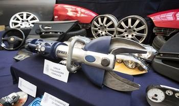Para desmontar los coches usaban una cizalla hidráulica valorada en 10.000 euros.
