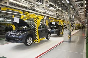 Renault recortará medio turno en Villamuriel en enero