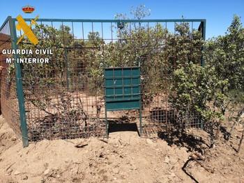 Descubren dos grandes jaulas para capturar animales