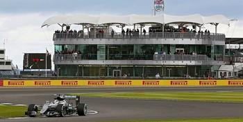 Mercedes ya ruge y piensa en Vettel