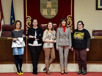 Las concejalas de Vox, Ciudadanos, PSOE, PP y Unidas Podemos.