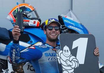 Rins lidera un podio íntegramente español