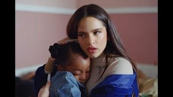 Rosalía usa su Instagram para luchar contra el racismo