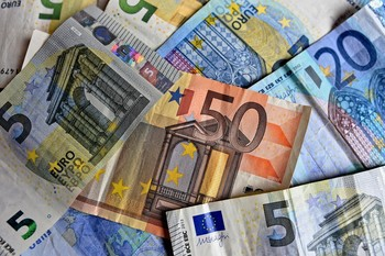 El Instituto Coordenadas defiende el uso del dinero en efect