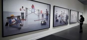 Una cincuentena de piezas integran la exposición 'Sooooo lazy. Elogio del derroche'.