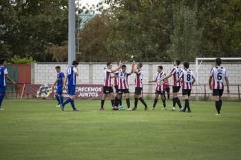 La SDL festeja uno de los tres goles anotados ante la Peña Sport.