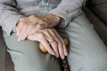 Al menos 23.242 fallecidos en centros de mayores en España