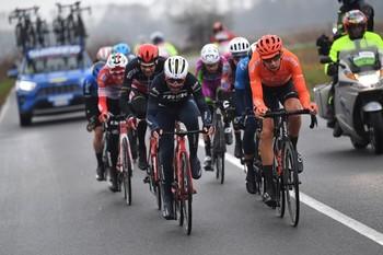 Cerny gana fugado tras el 'motín' del pelotón al Giro