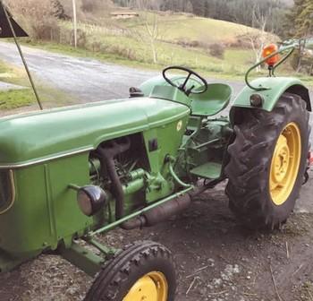 Un tractor sin ningún tipo de protección antivuelco, en una imagen de archivo.