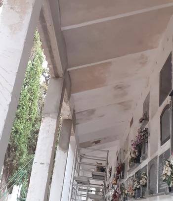 El Ayuntamiento repara el pabellón San Carlos del cementerio