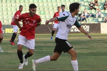 Mario Gómez volvió al Estadio Romano con la camiseta del CF Talavera.