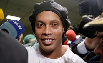 Ronaldinho, bajo arresto domiciliario tras pagar la fianza