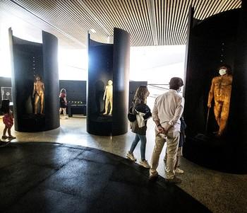 Veraneo en los museos con cuentagotas