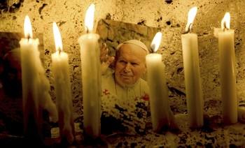 Juan Pablo II ha sido y sigue siendo uno de los Pontífices más carismáticos de la Iglesia.