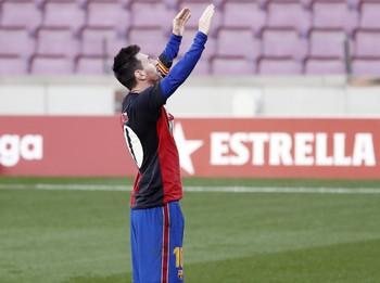 Messi, amonestado por su homenaje a Maradona