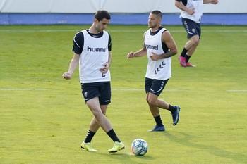 Ivan Kecojevic golpea el balón en un entrenamiento reciente.