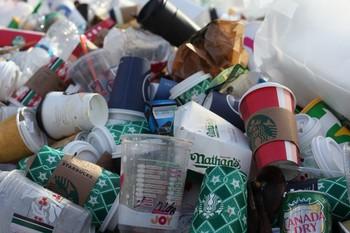 Los plásticos de un solo se prohibirán a partir de 2023