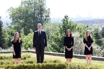 España se une en silencio por sus fallecidos