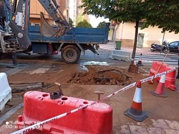 La calle Olmo, cortada por obras en una tubería