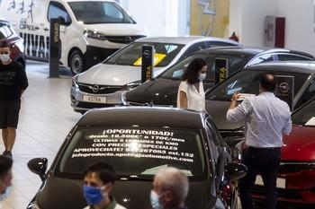 La matriculación de coches cae un 49% en el primer semestre