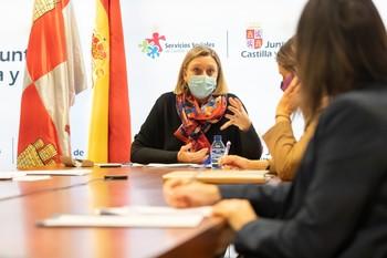 La consejera de Familia e Igualdad de Oportunidades, Isabel Blanco, preside la constitución de mesa del Diálogo Social sobre conciliación laboral.