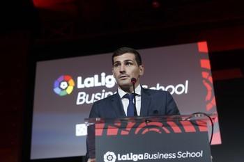 Casillas aportará «ideas nuevas» a la Federación