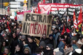 Los franceses paran el país por la reforma de las pensiones