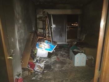 Los bomberos apagan un incendio en la planta 12 de una torre