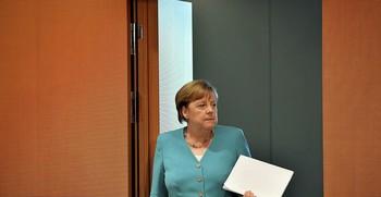 Merkel toma las riendas