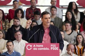 Sánchez rechaza lecciones de constitucionalismo de la derech