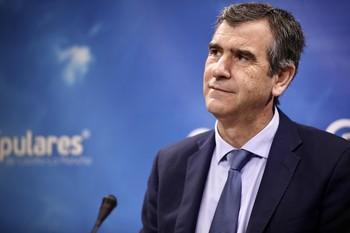 Román tilda el impago del IVA de «hurto» de Pedro Sánchez