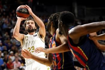 Baskonia sorprende al Madrid y permite el coliderato del Barça