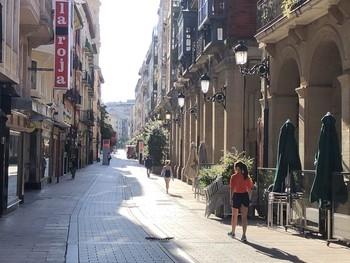 Calle Portales a las 9 de la mañana de hoy con el sol empezando a despuntar sobre la ciudad