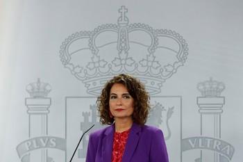 Montero se desmarca de Iglesias y Garzón y defiende al Rey